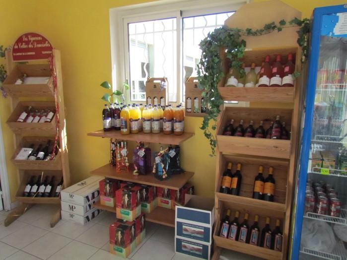 étagere de bouteilles produits régionnaux-notre boutique-saint laurent auto-aude
